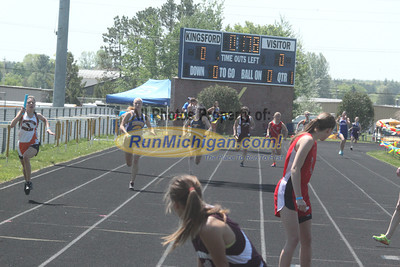 UP Girls' 4x200 Relay - 2014 MHSAA T&F Finals