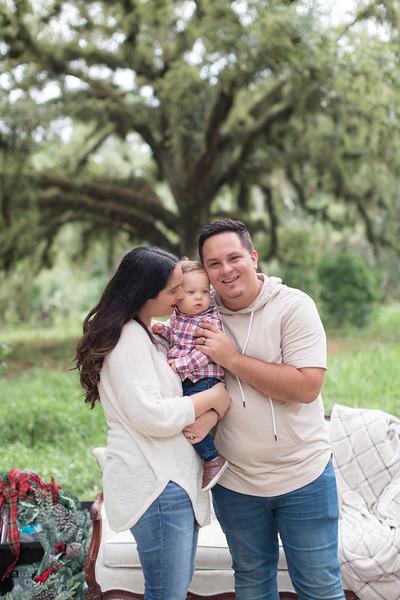Holiday Minis- Acosta Family-75.jpg