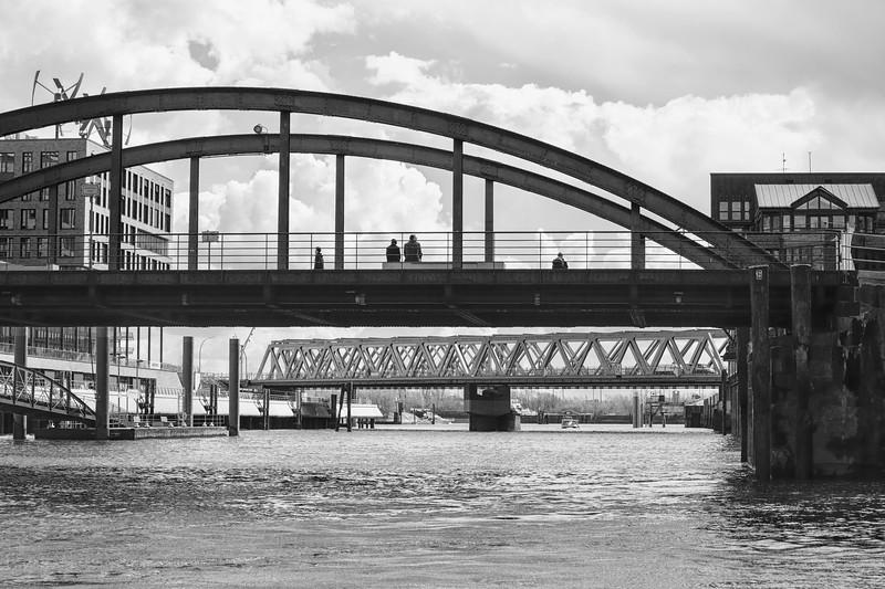 Magdeburger Hafen in Hamburg Brücken in Schwarzweiß