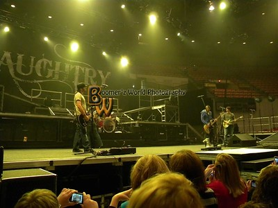 Daughtry and Theory of a dead man 2009