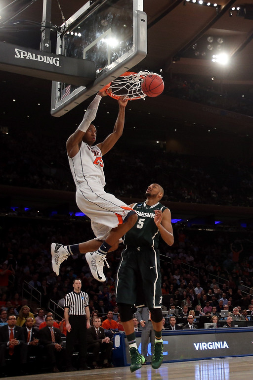 . Akil Mitchell #25 of the Virginia Cavaliers dunks the ball against Adreian Payne #5 of the Michigan State Spartans during the regional semifinal of the 2014 NCAA Men\'s Basketball Tournament at Madison Square Garden on March 28, 2014 in New York City.  (Photo by Bruce Bennett/Getty Images)