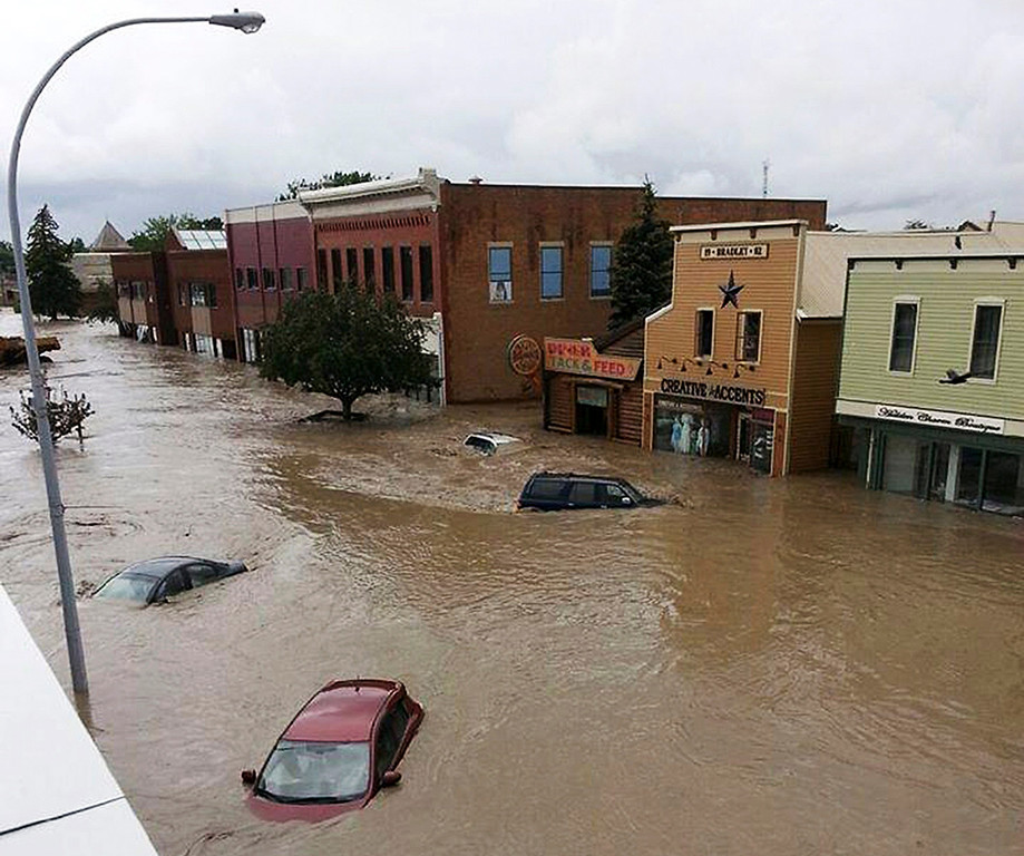 . Cars float in water covering a downtown street in High River, Alberta June 20, 2013. Major flooding has hit southern Alberta with many communities under a mandatory evacuation order. More rain and flooding is expected in the next 24 hours. REUTERS/Stringer