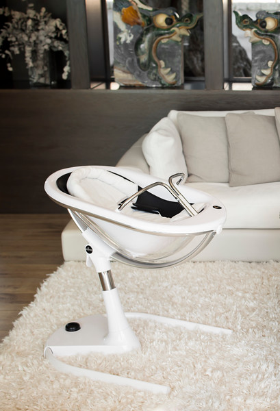 Mima_Moon_Lifestyle_White_Highchair_Newborn_Setting_In_Living_Room_Cropped.jpg