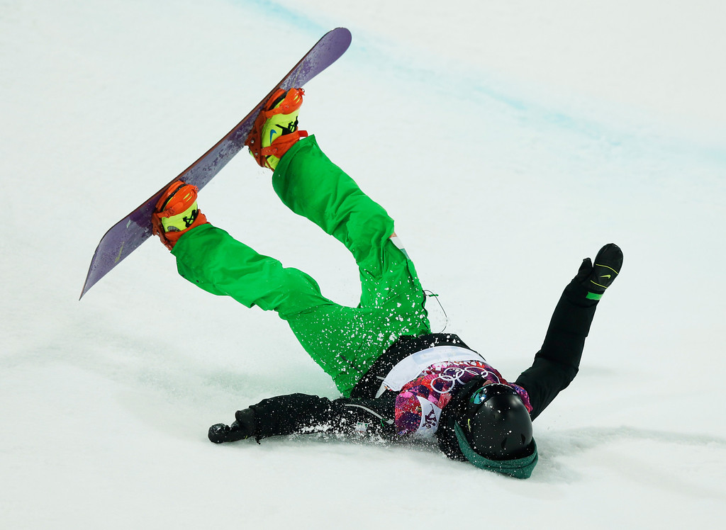 . Ireland\'s Seamus O\'Conner falls in the men\'s snowboard halfpipe semifinal at the Rosa Khutor Extreme Park, at the 2014 Winter Olympics, Tuesday, Feb. 11, 2014, in Krasnaya Polyana, Russia. (AP Photo/Andy Wong)