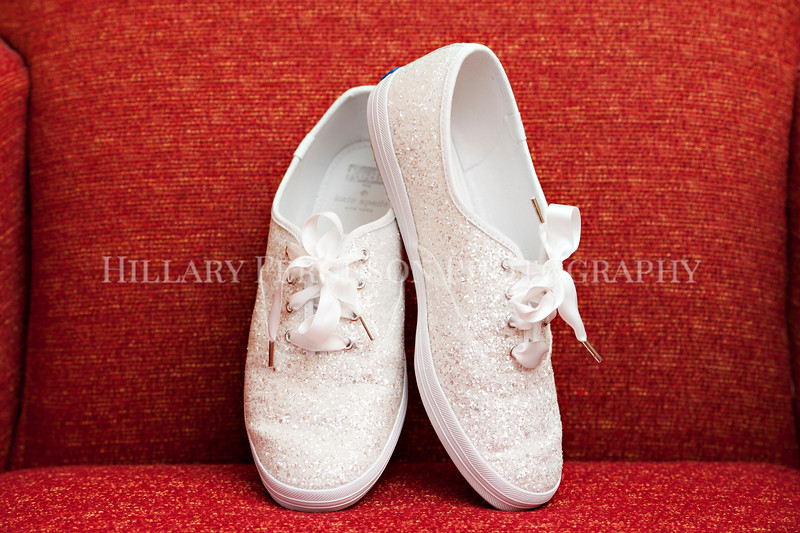Hillary_Ferguson_Photography_Melinda+Derek_Getting_Ready011.jpg
