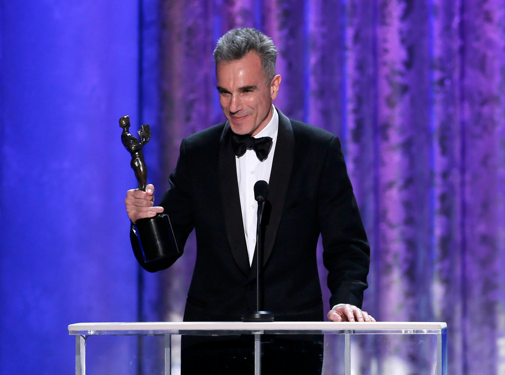". Daniel Day-Lewis accepts the award for outstanding male actor in a leading role for ""Lincoln\"" at the 19th annual Screen Actors Guild Awards in Los Angeles, California January 27, 2013.     REUTERS/Lucy Nicholson"