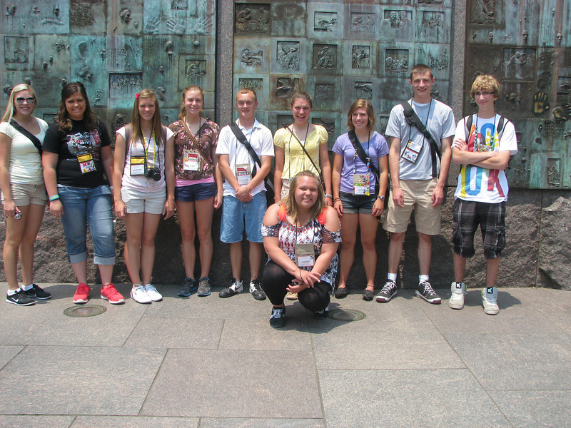 Sara, Sarina, MacKenzie, Robin, Nathan, Elen, Grace, Nick, Austin and Jasmine at the FDR Memorial