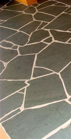 "Unfading Green Valley Run Irregular 19"" Flagstone"