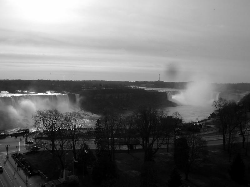 Niagara Falls Mist.jpg