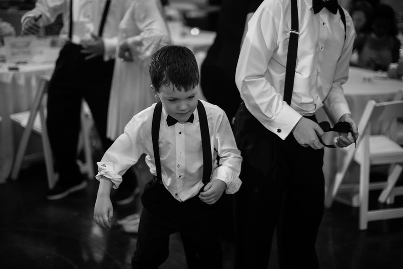 1039_Josh+Lindsey_WeddingBW.jpg