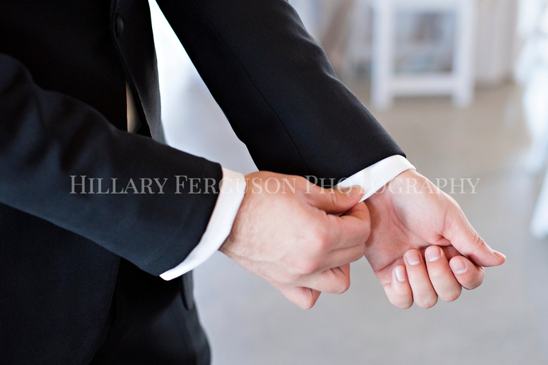 Hillary_Ferguson_Photography_Melinda+Derek_Getting_Ready324.jpg