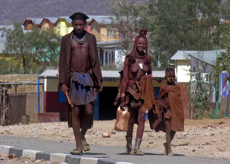 HIMBA FAMILY - OPUWO, NAMIBIA