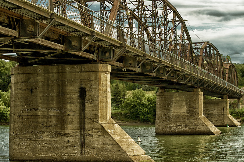 Old Victoria Bridge
