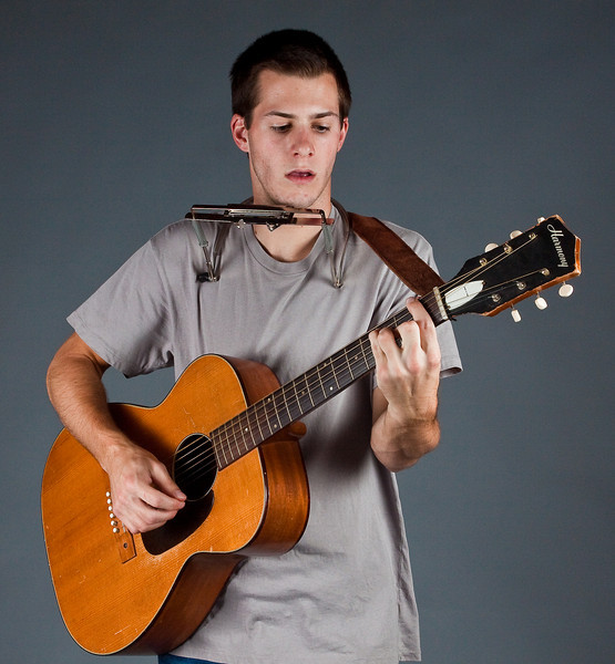 Stephen with Guitar1