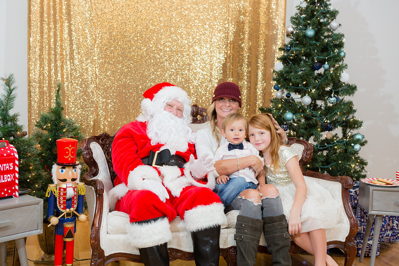 FADS Picture with Santa-370.jpg