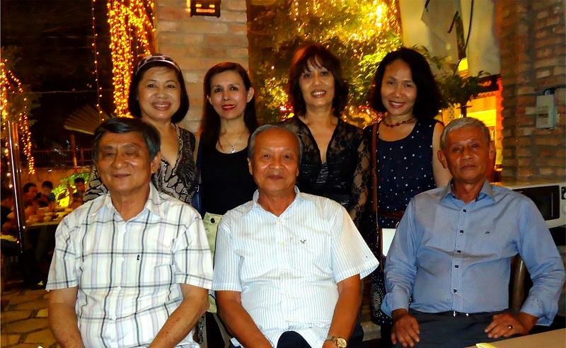 ngồi: Phan Xuân Lâm, thầy Nguyễn Quang Tuyến, Trương Chí Dũng. đứng: Bạch Lan(phu nhân Dương Xuân Tuấn),HMS,Hoài An, Hồ Thị Minh