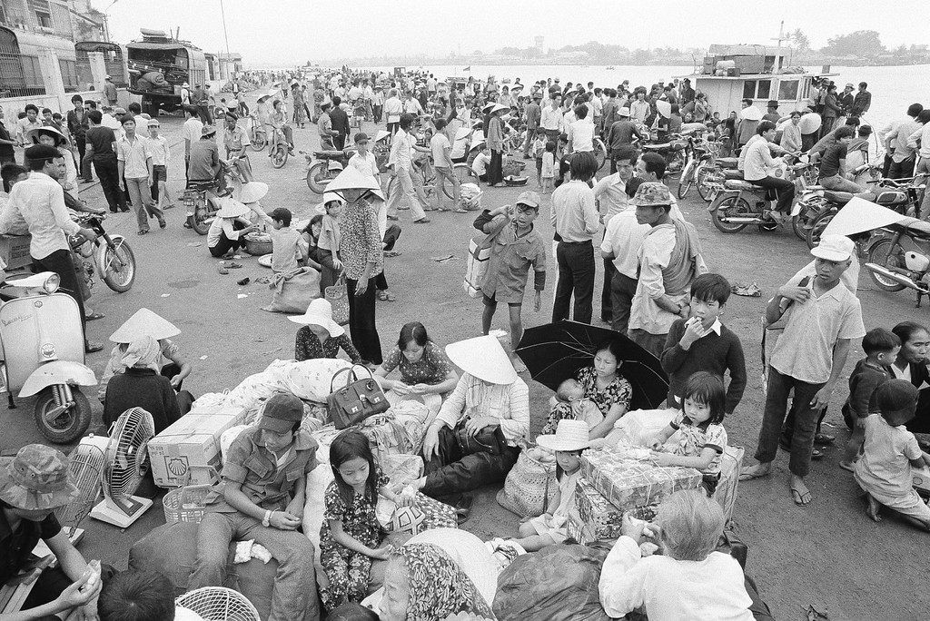 . Nowhere to go and nothing to do, South Vietnamese refugees from Hue and the northern provinces pause on the dock waiting for the government to relocate them to the central coastal area at Da Nang in Vietnam, March 28, 1975. (AP Photo/Phuoc)