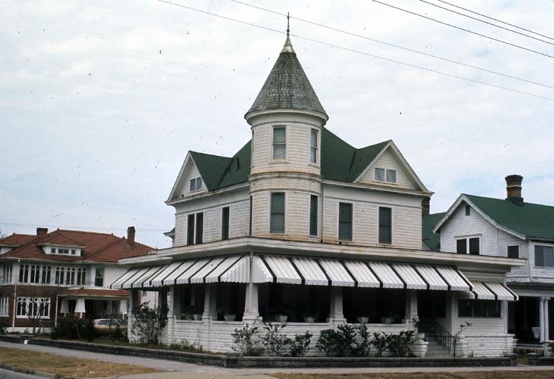 1206 Hubbard St.png