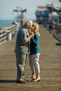 6501_d800b_Michael_and_Rebecca_Capitola_Wharf_Couples_Photography