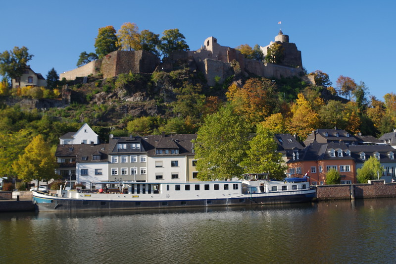 barge and castle.JPG