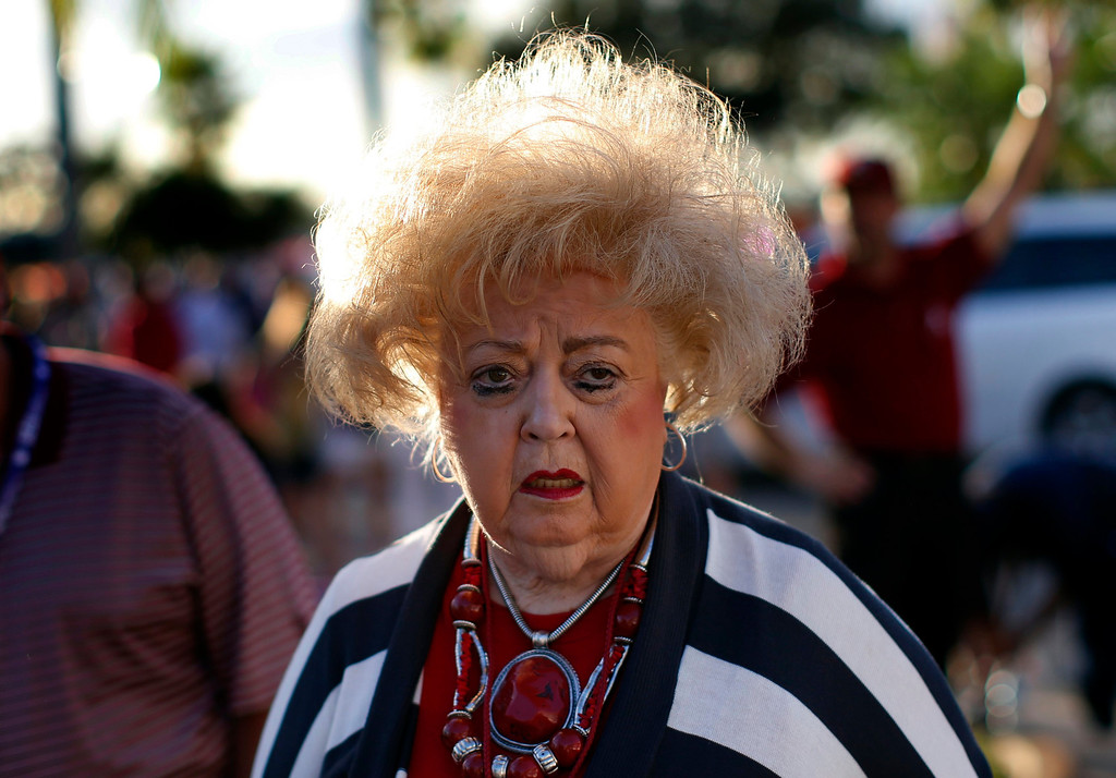 . An Alabama Crimson Tide fan walks outside Sun Life stadium before the BCS National Championship college football game between Alabama and the Notre Dame Fighting Irish in Miami, Florida January 7, 2013. REUTERS/Mike Segar