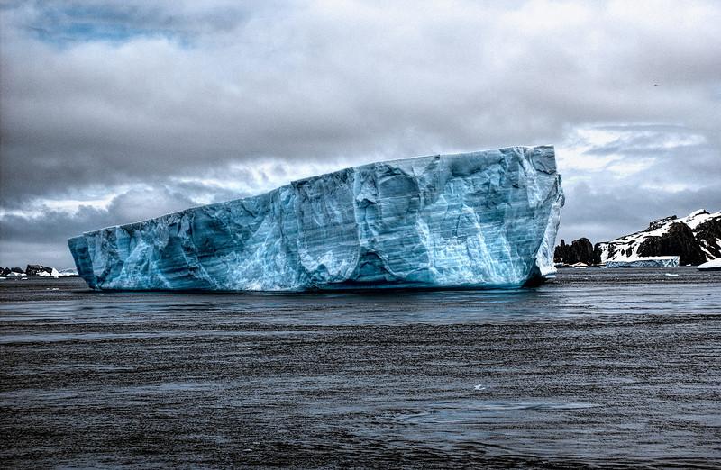 grounded iceberg-Edit.JPG