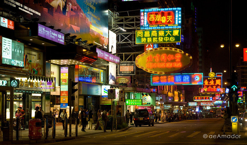 aeamador©-HK08_DSC0175      Hong Kong. Kowloon. Tsim Sha Tsui. Though not to be compared with what you find in Hong Kong island, it is quite a vibrant and lively city. People fill up the streets and sidewalks day and night for shopping, entertainment and more. Signs make a great show, especially at night, giving vibrancy and character to the city.
