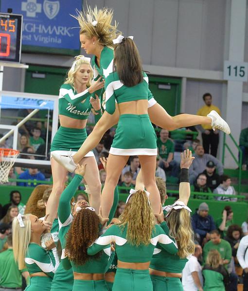 cheerleaders6904.jpg