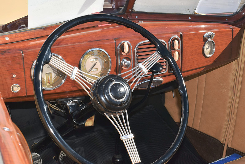 Ford 1938 4 dr conv Deluxe dash lf.JPG