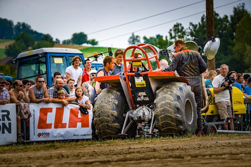 Tractor Pulling 2015-02302.jpg