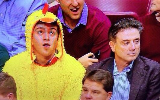 """. <p><b> Louisville basketball coach Rick Pitino raised eyebrows Monday when he opined that these people are �not all there� � </b> <p> A. People in sports who follow social media <p> B. People who dress up in chicken costumes <p> C. People who have sex with strangers under restaurant tables <p><b><a href=\'http://www.yardbarker.com/college_basketball/articles/rick_pitino_thinks_people_on_social_media_are_a_great_class_of_underachievers/15812561\' target=\""""_blank\"""">HUH?</a></b> <p>   (Photo from Twitter)"""