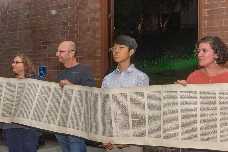 Simchat Torah-357.jpg