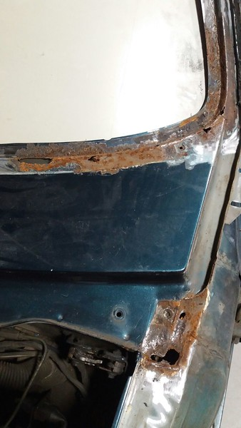 One can see that with the lower trim in place this rust area looked unimportant