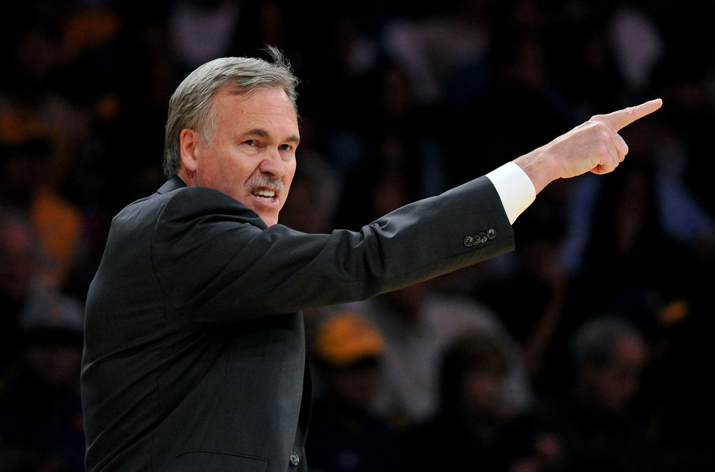 . Los Angeles Lakers Head Coach Mike D\'Antoni leads against the Utah Jazz in the NBA preseason basketball game at Staples Center in Los Angeles, CA. on Tuesday, October 22, 2013. (Photo by Sean Hiller/Daily Breeze)