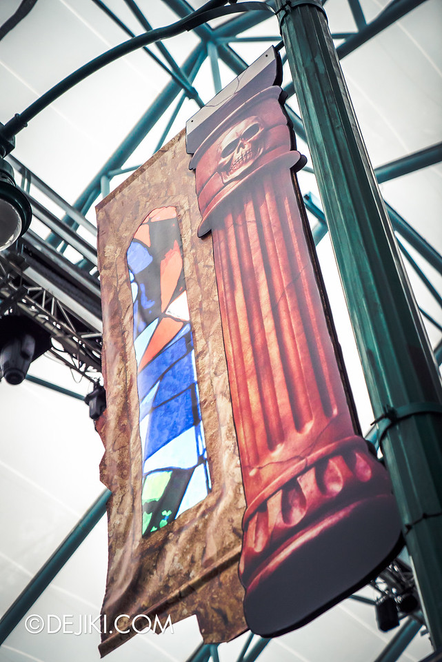 Universal Studios Singapore - Halloween Horror Nights 6 Before Dark Day Photo Report 2 - March of the Dead - skull column and stained glass 2D