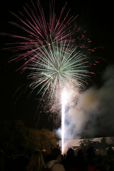 2007_1102putneyfireworks191_edited-1.JPG
