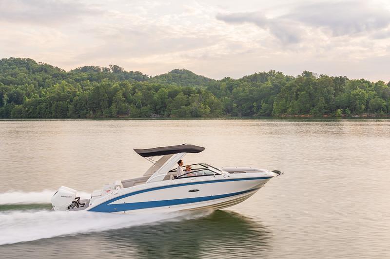 2021-SDX-290-Outboard-SDO290-running-starboard-stern-three-quarter-05734.jpg
