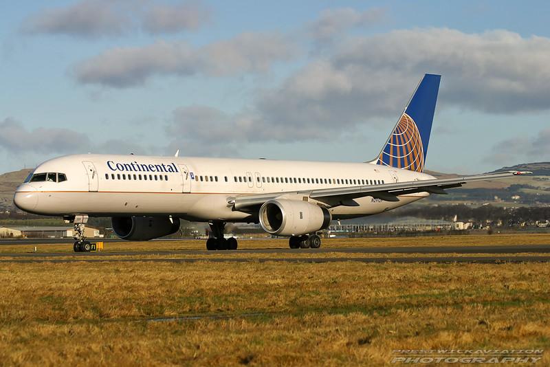 N29129. Boeing 757-224(WL). Continental. Glasgow. 300103.