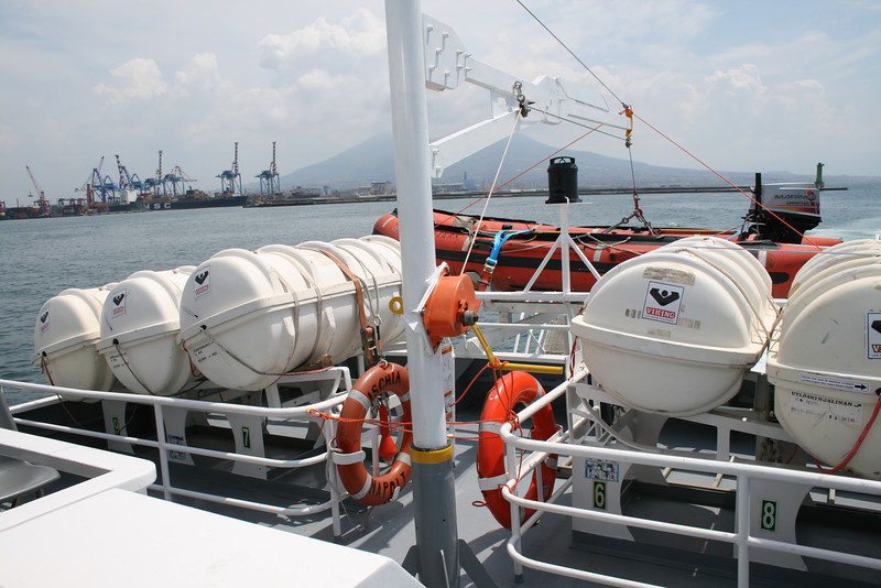2010 - On board ISCHIA JET : liferafts.