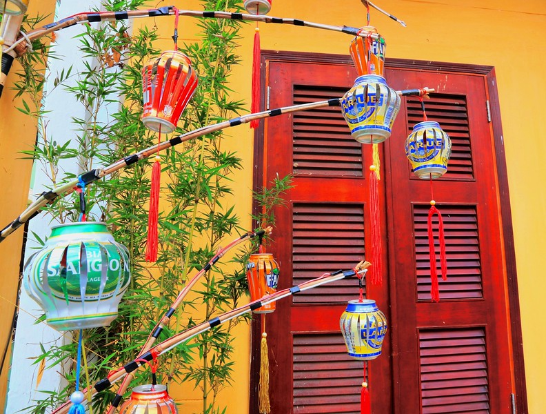 A quirky take on lanterns using beer and soda cans - Hoi An