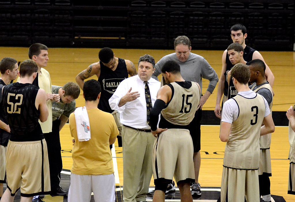 . ***WITH VIDEO***   Oakland University basketball\'s Head Coach Greg Kampe talks to his player during practice for the upcoming Summit League Tournament.   Thursday, March 1, 2012.  The Oakland Press/TIM THOMPSON