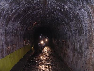 de aartsdonkere ! tunnel op weg naar Mt Jafferau