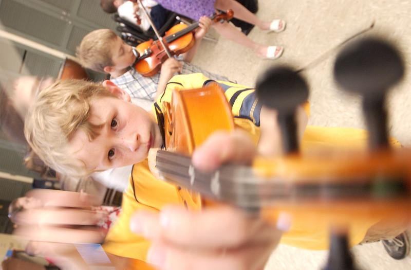 5/27/04  Russ Dillingham/Sun Journal boys family kids
