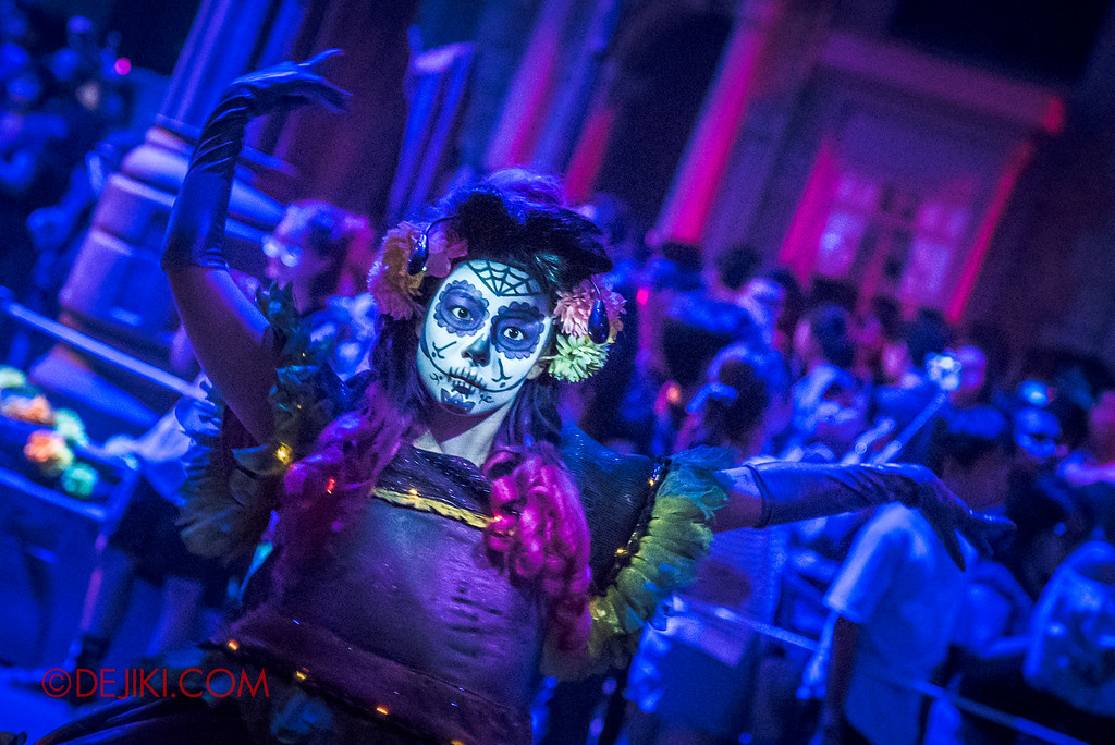 Halloween Horror Nights 6 - March of the Dead / Death March - Dancing Away