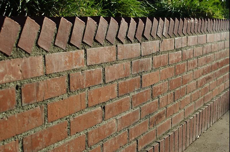 LaPlaza033-BrickPlanterWall-2006-09-27.jpg