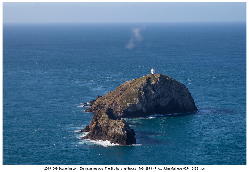 20151009 Scattering John Dunns ashes over The Brothers lighthouse _MG_2878 - Photo John Mathews 0274454321 +  Caption.jpg