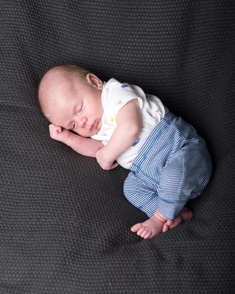 Axel 4 weeks-8684.jpg