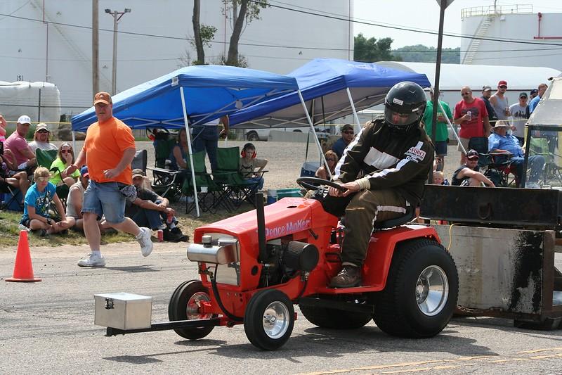 St. Paul Park tractor pull 2013 052.JPG