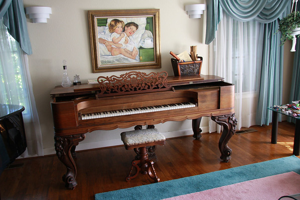 Marcia's piano comes to visit, May 2010