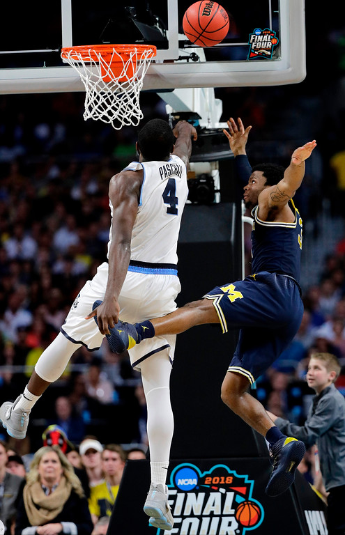 . Villanova\'s Eric Paschall (4) shoots over Michigan\'s Zavier Simpson during the second half in the championship game of the Final Four NCAA college basketball tournament, Monday, April 2, 2018, in San Antonio. (AP Photo/David J. Phillip)